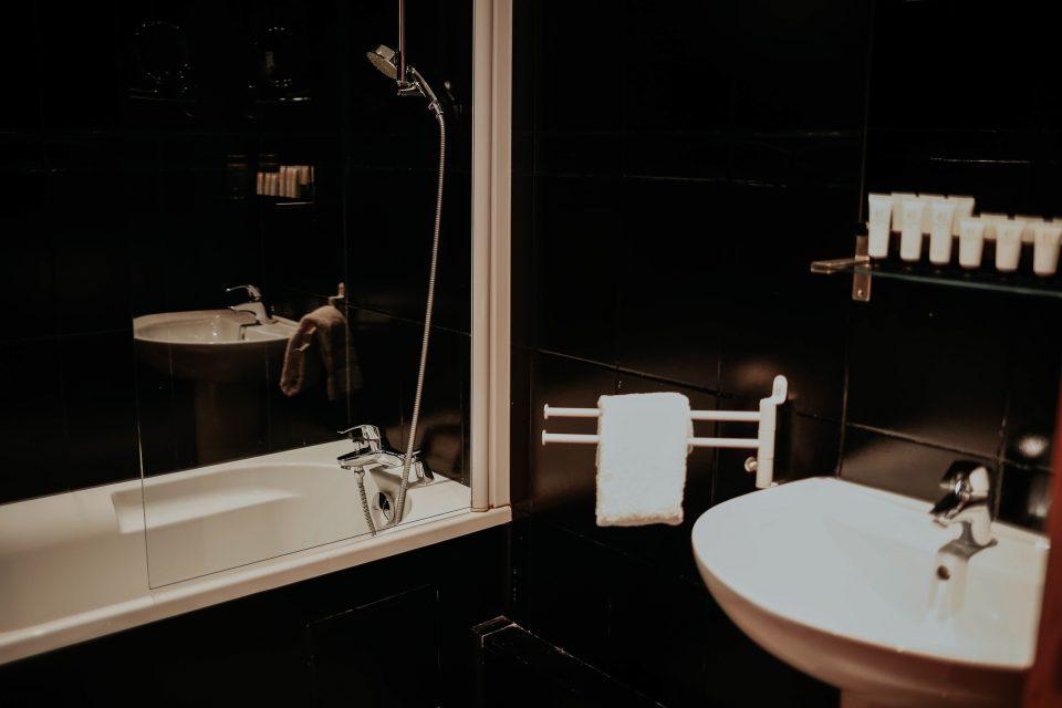 Hotel Cecyl · Hotel Reims proche Gare · Salle de bain