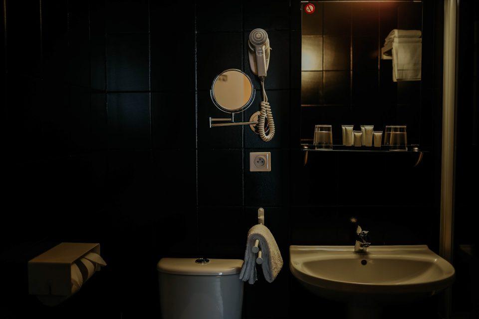 Salle de bain · Hotel Reims Rue Buirette · Hotel Cecyl